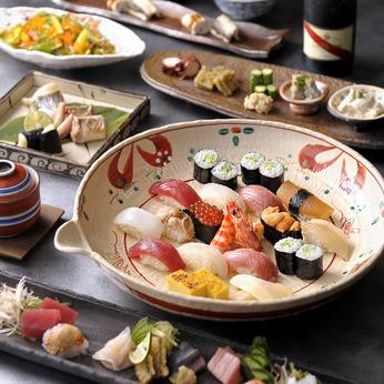 お店の主役ともいえるカウンター内での寿司職人。あなたの技を披露してお客様を魅了してください。